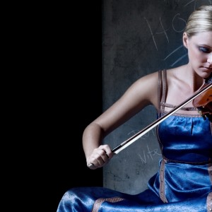 girl_blonde_dress_violin_musician_38677_2048x1152